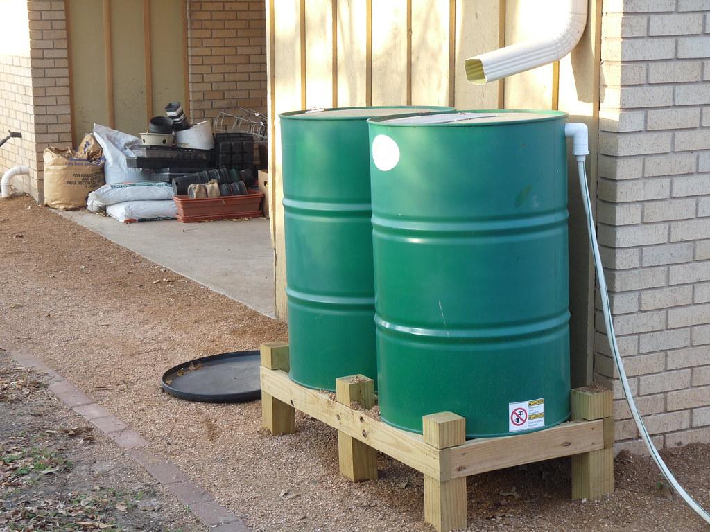 Způsoby chytání vody na zahradě