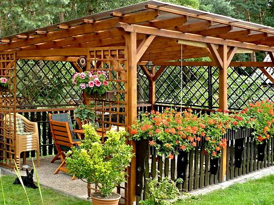 Kam si sednout na zahradě? Přeci pod pegolu nebo altán