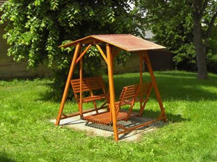 Zahradní houpačka - retro - Zahradní houpačka Retro s nátěrem - se stříškou