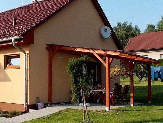 Pergola Standard ke zdi domu 300x520 - Zahradní pergola se střechou z polykarbonátových desek WT.
