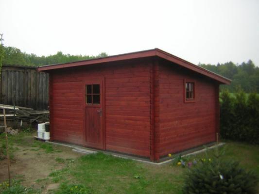 Robin 400x300 33 mm - Nářaďový zahradní domek Robin s čelním přesahem střechy 30 cm a s bočním oknem navíc. Atypický rozměr dle přání zákazníka.