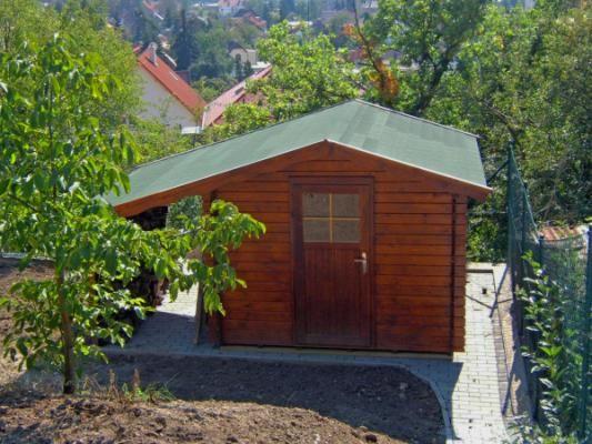 Albert EKO 200x200 + pristresek - Nářaďový zahradní domek Albert s čelním přesahem střechy 30 cm a bočním přístřeškem. Standardní provedení.