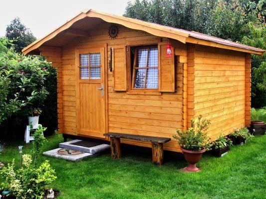Laura EKO 300x300 - Zahradní domek Laura EKO s čelním přesahem střechy 70 cm. Standardní provedení.