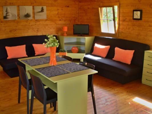 Vnitřní vybavení domku - Příklad pěkně zařízeného interiéru v chatce.
