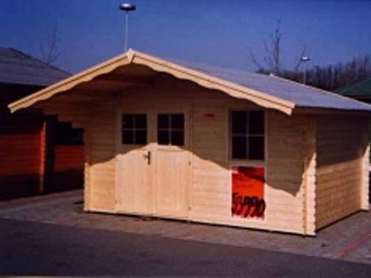 Laura DD 400x300_atyp - Zahradní domek Laura EKO s čelním přesahem střechy 100 cm a s dvoukřídlými plnými dveřmi. Atypické provedení podle přání zákazníka.