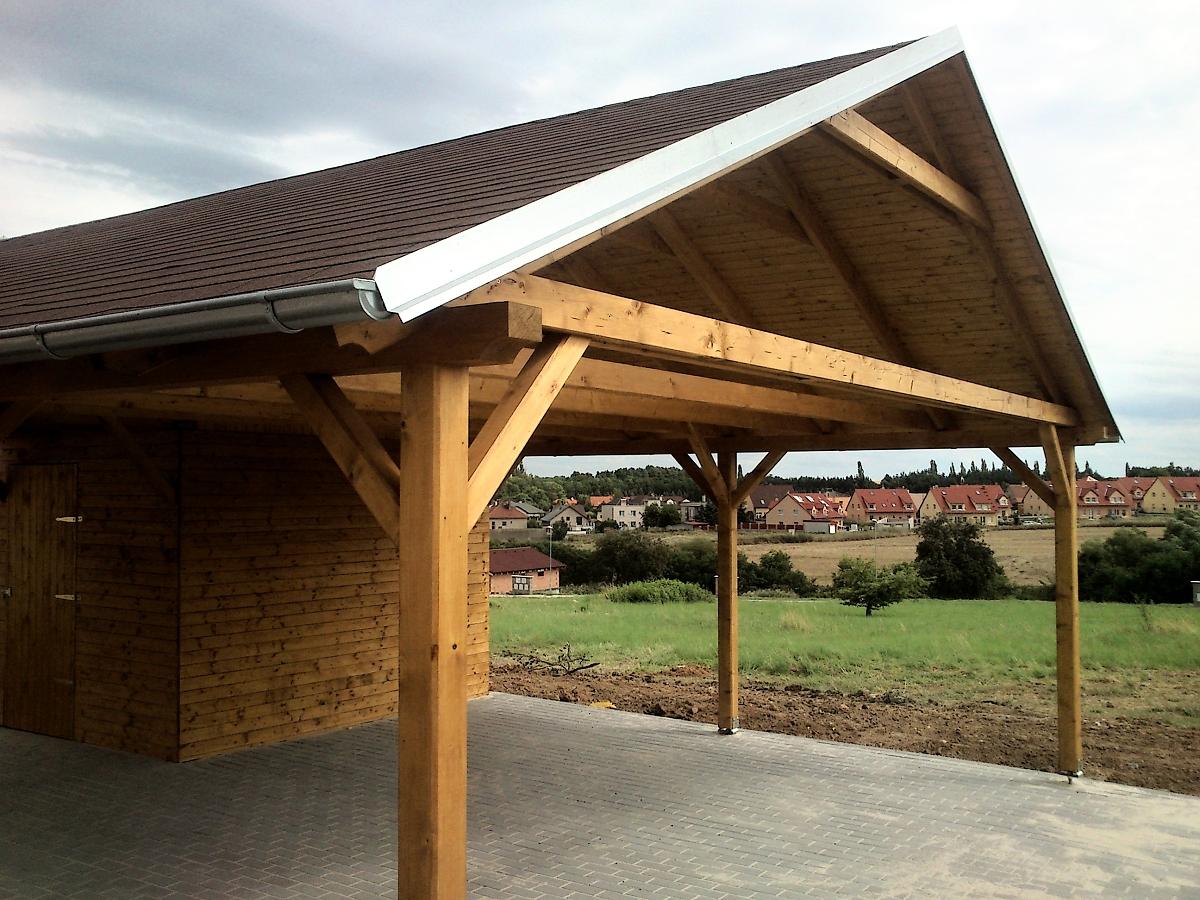 Garážové stání se skladem 600x700 - Garážové stání se skladem. Asfaltový šindel + oplechování střechy vč. okapů a svodů.