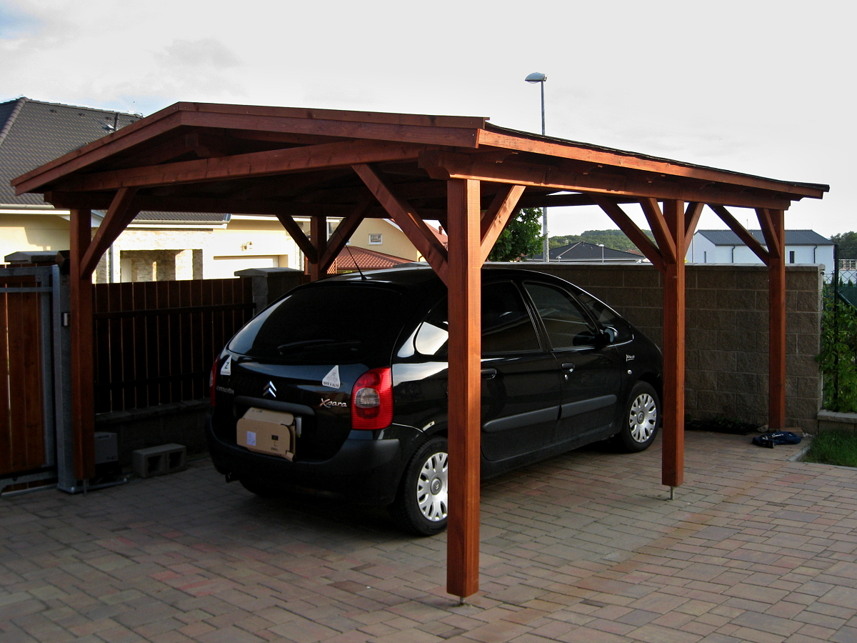 Garážové stání 350x600 - atypický sklon - Garážové stání se sedlovou střechou a atypicky nízkým sklonem.