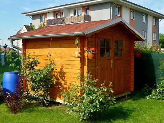 Albert EKO 250x250 - Nářaďový zahradní domek Albert EKO s čelním přesahem střechy 30 cm a dvoukřídlými dveřmi. Standardní provedení.