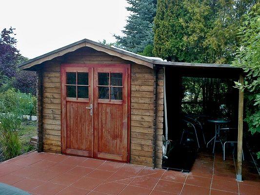 Nářaďový domek Albert EKO DD s přístřeškem - Přístřešek si zákazník osadil v odlišném sklonu než je sklon střechy domku.