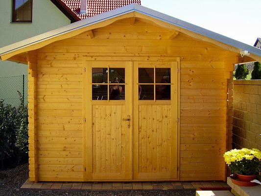 Albert 300x300 - Nářaďový zahradní domek Albert s čelním přesahem střechy 30 cm a dvoukřídlými dveřmi. Atypický rozměr.