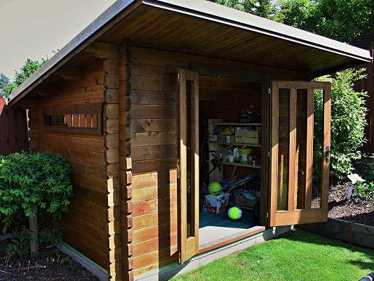 Kevin 300x200_delší čelní přesah - Moderní nářaďový zahradní domek Kevin s prodlouženým čelním přesahem střechy na 70 cm.