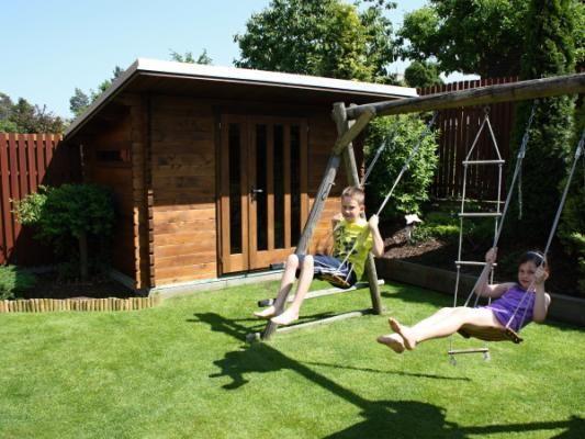 Kevin 300x200 - Nářaďový zahradní domek Kevin s čelním přesahem střechy 70 cm. Standardní provedení.