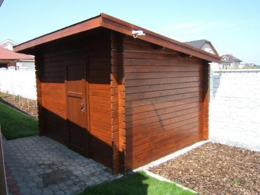 Robin 250x250 - Nářaďový zahradní domek Robin s čelním přesahem střechy 30 cm a s plnými dveřmi.