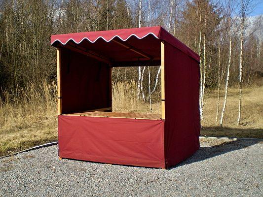 stánek plátěný 200x185 + cimbuří - Plátěný stánek se střechou, zakrytým pultem, boky a s prodejním pultem. V přední části našité cimbuří.