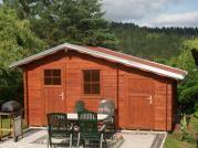 Zita 440x300 - Zahradní chatka Zita s čelním přesahem střechy 30 cm a s přístavkem. Okapy, svody a oplechování střechy - pozink.
