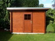 Robin 300x200 - Nářaďový zahradní domek Robin s čelním přesahem střechy 30 cm. Okapy, svod a oplechování střechy - pozink.