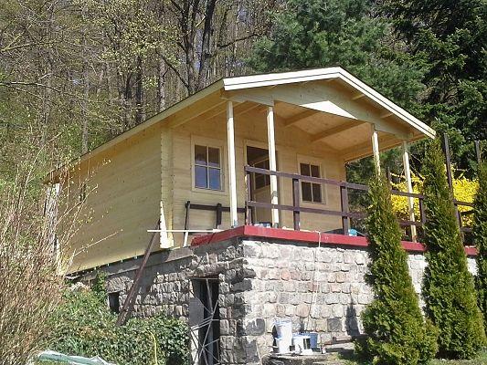 Luka 350x350 - bez zábradlí - Zahradní domek Luka s čelním přesahem střechy 170 cm a terasou bez zábradlí.