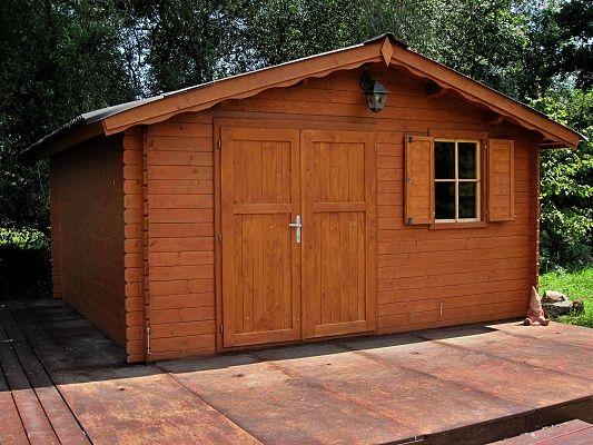 Laura EKO 350x300_atyp - Zahradní domek Laura EKO s čelním přesahem střechy 30 cm a s dvoukřídlými plnými dveřmi. Okno s okenicí. Atypické provedení podle přání zákazníka.