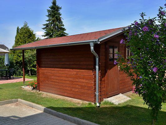 Laura EKO 300x300 + přesah 170 cm - atyp - Zahradní domek Laura EKO s čelním přesahem střechy 170 cm. Atypické provedení s vchodem z druhé strany.