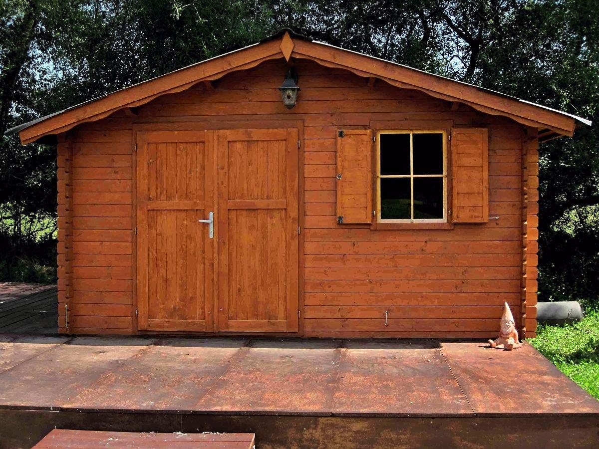 Laura _400x400 - Zahradní domek Laura EKO s dvoukřídlými plnými dveřmi. Standardní provedení.