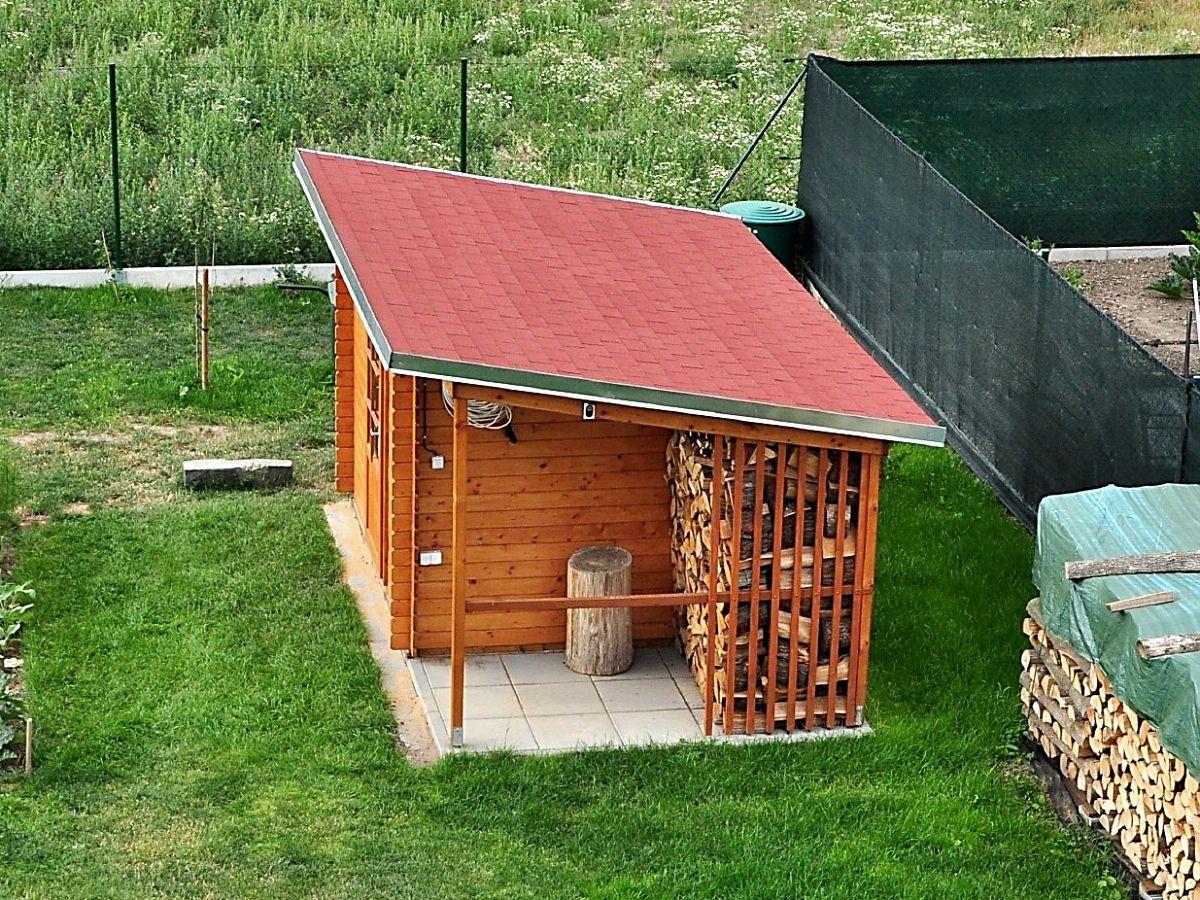 Robin EKO 300x250_PR - Nářaďový zahradní domek Robin EKO s bočním přístřeškem. Standardní provedení.